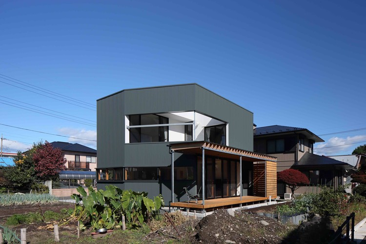 Plug House / studioLOOP | ArchDaily