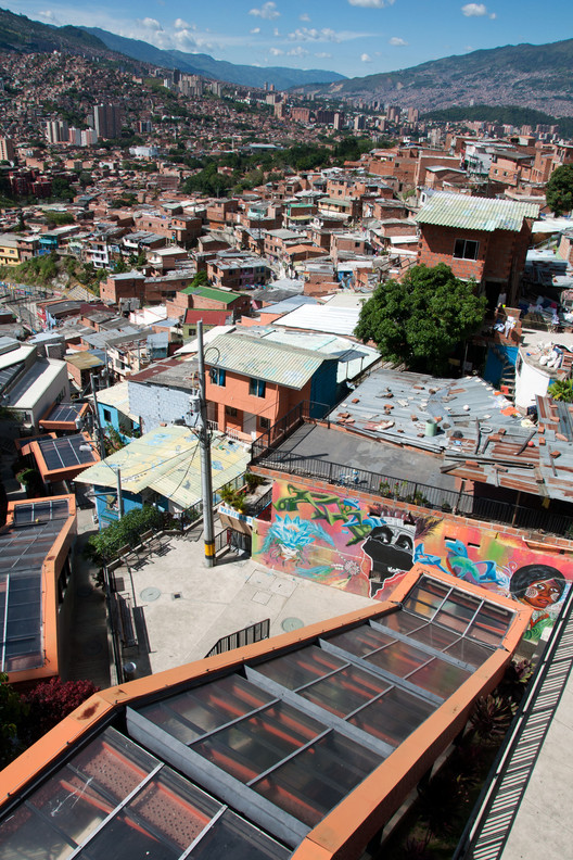 Medellin's Comuna 13 Shows Why All Great Public Spaces Should Be Kid-Friendly, Comuna 13, Medellín. Image © Ingrid Truemper [Flickr], used under CC BY-NC 2.0