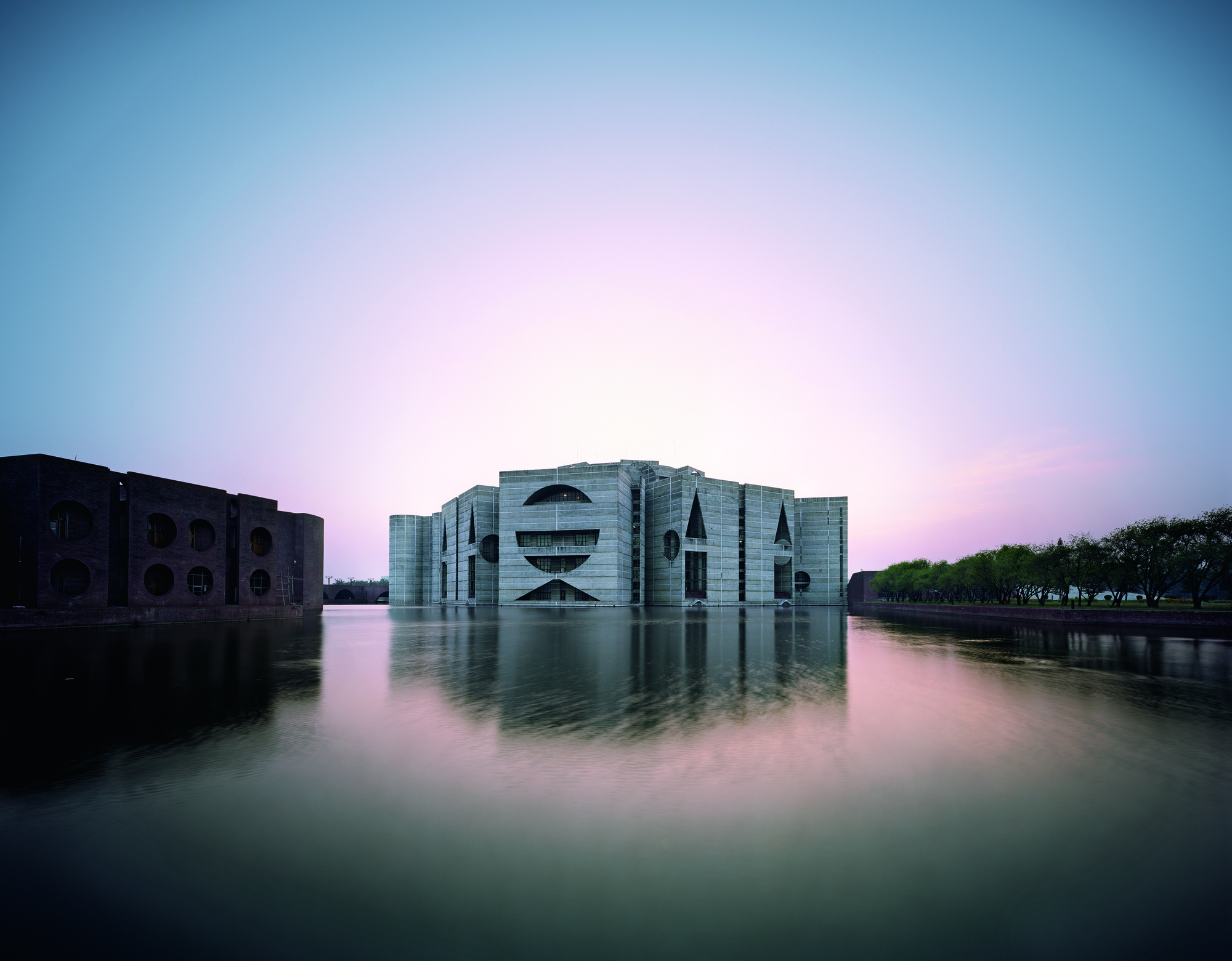 Louis kahn the power of architecture archdaily for Louis kahn buildings