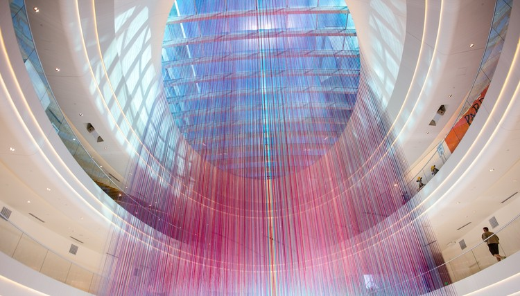 HOTTEA Transforms North America's Largest Mall with 13,000 Strands of Yarn, © Mike Madison