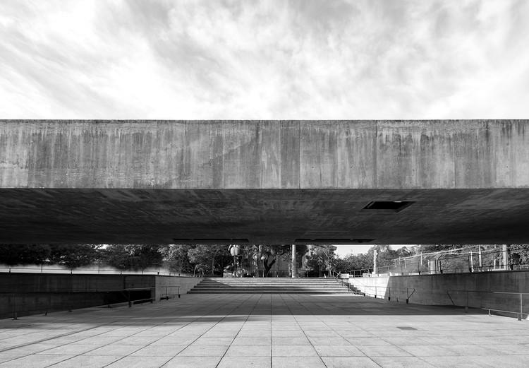 Permanências da sintaxe paulista brutalista pós 90 / Tatiane Teles, Museu Brasileiro da Escultura e Ecologia, de Paulo Mendes da Rocha. Projeto de 1987, inaugurado em 1995. Image © FLAGRANTE