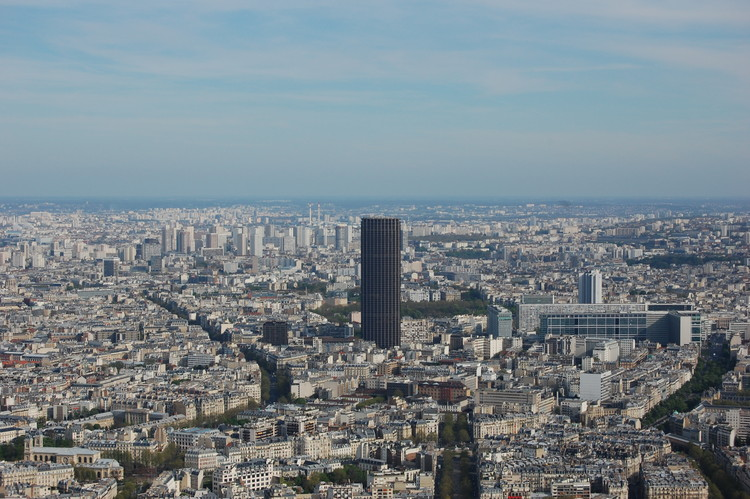 Studio Gang and nAOM Selected as Finalists to Redesign Paris' Tour Montparnasse, © Flickr user <a href='http://https://www.flickr.com/photos/chagiajose/2472909152/in/photolist-4LwiJG-TXcy2i-apaprx-nUefbb-dYZTk9-Uw3d5J-Egtc8u-sg1RU-hQUSkJ-8cS5Nx-7hcDwH-RND2eC-4t3s4X-dBV7pi-S3RSGn-cyjo71-sdwZYf-7bW6FG-zxBK7-5S2idP-mRUh4D-k5uJ16-sg1rV-MzfmA-sg3am-sg32Z-o77Vfu-btdtEs-pnAFrK-cx4smS-4yB5xs-k5vwfR-f9B5w6-8LnVbt-7Hh8Kn-SDm6c4-28F9us-fq1ohj-RoNfd7-f9DGvn-rc25NB-34drg4-34i1eU-UemyC2-mZu7JC-8vGir1-cFwZTm-jmLLVe-8JwF6h-7PtiSn'>chagiajose</a>. Licensed under CC BY-SA 2.0
