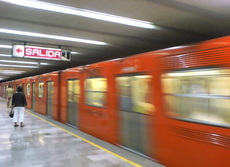 Se buscará implementar un sistema libre de efectivo en el metro de la Ciudad de México, © Usuario de Flickr: @toweliedell. Usado bajo <a href='https://creativecommons.org/licenses/by-sa/2.0/'>Creative Commons</a>