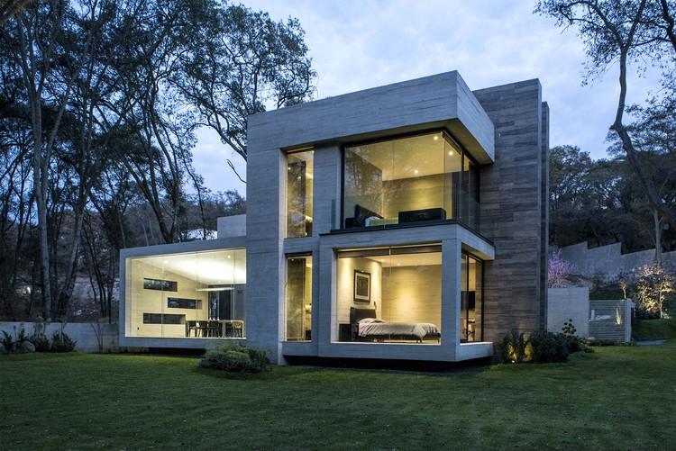 Casa concreto grupo mm archdaily for Casas minimalistas pequenas