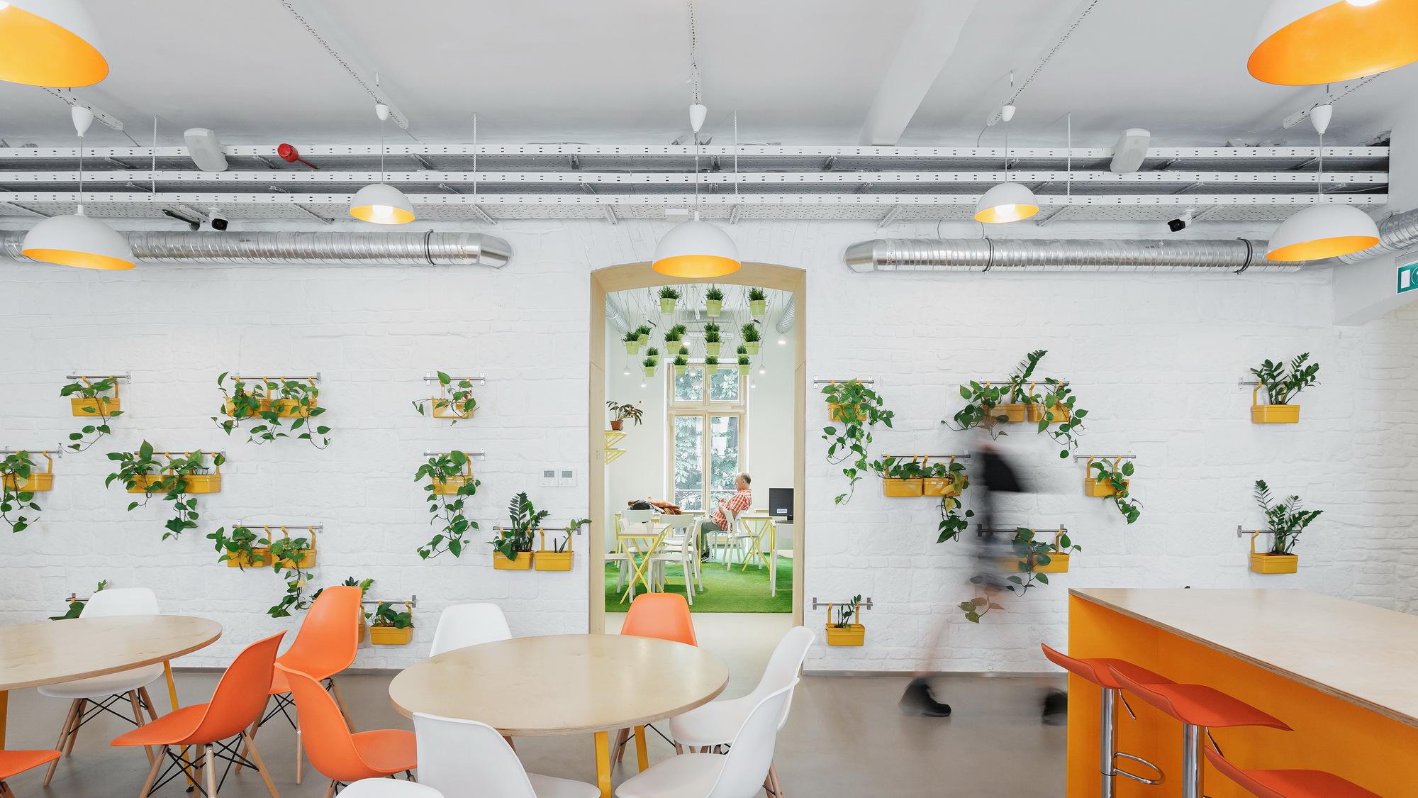 FLOW Hostel / PRTZN Architecture