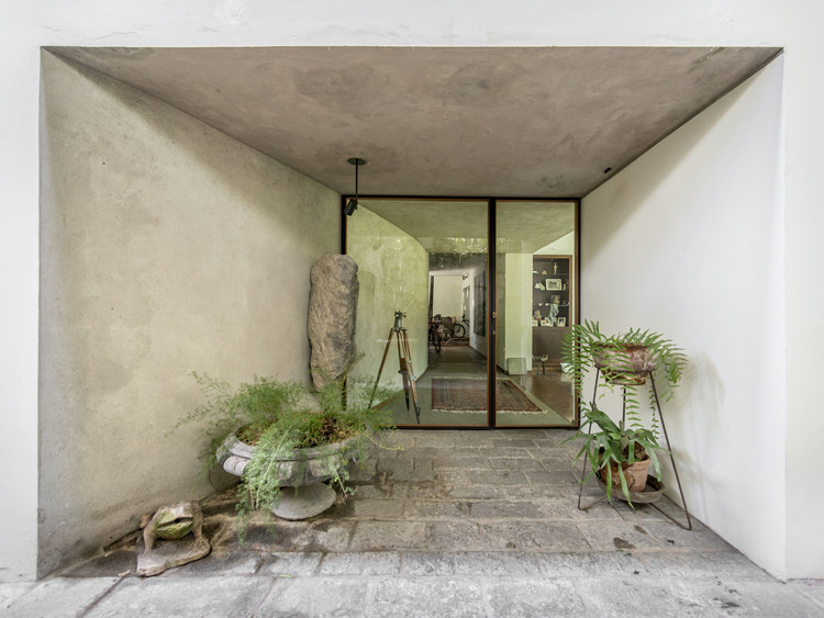 Main Entrance and Terrace in Miraflores / Ghezzi Novak, © Renzo Rebagliati