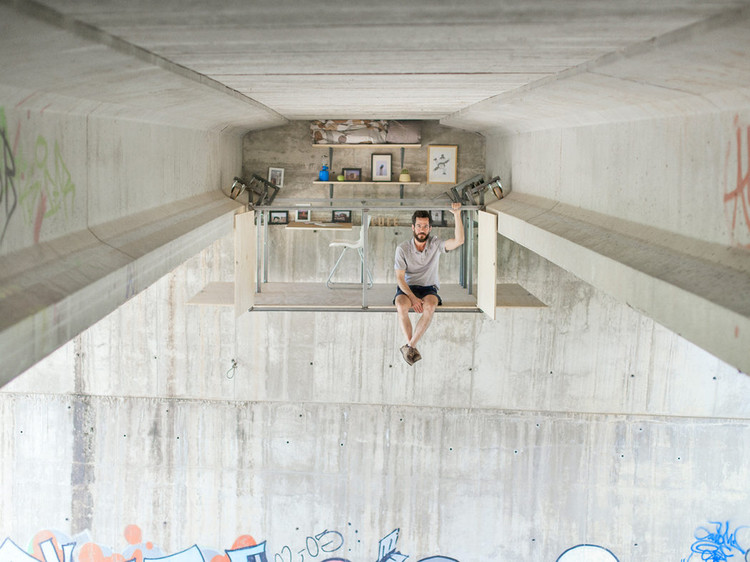 Hidden Studio Beneath a Busy Bridge Provides Creative Solitude for Its Designer, © Jose Manuel Pedrajas