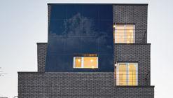 House Embracing Sky / ArchiWorkshop