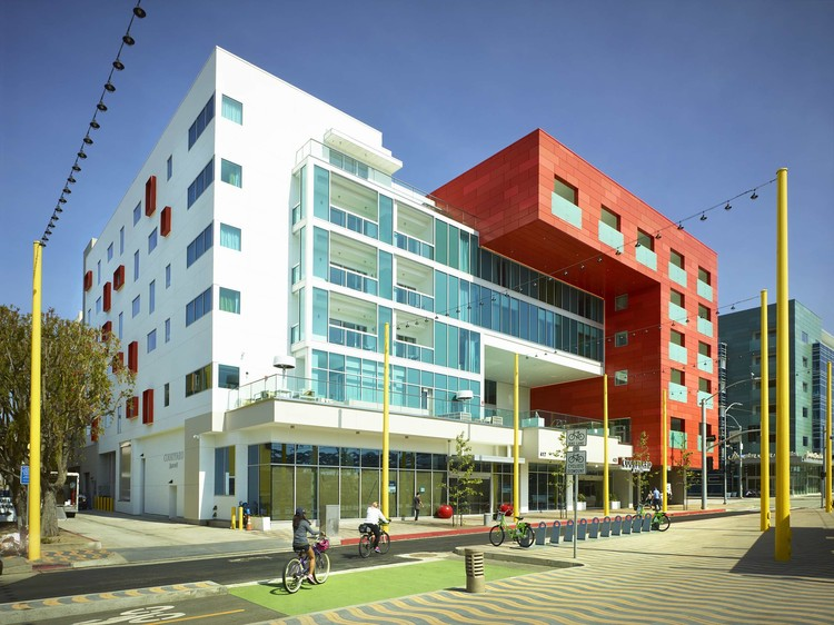 Downtown Santa Monica Hotels / Gwynne Pugh Urban Studio + Gene Fong Associates, © John Edward Linden Photography