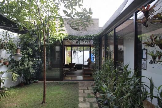 House 10x10 / Oficina de Arquitetura