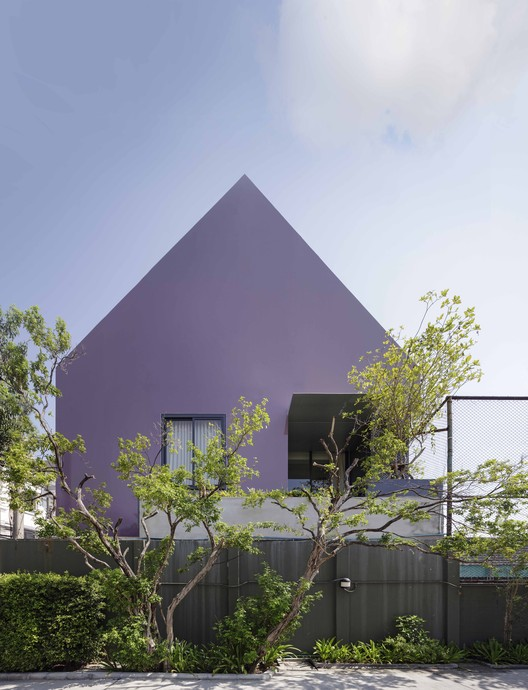 168 Sale Gallery / Ayutt and Associates Design, © Soopakorn Srisakul -  Ayutt Mahasom