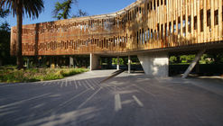 Park and Residence 'Las Majadas de Pirque'  / Lyon Bosch Arquitectos