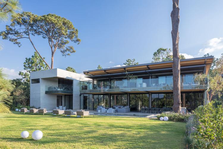 Casa vista al Lago / grupoarquitectura, © Agustín Garza