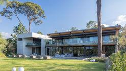 Casa vista al Lago / grupoarquitectura