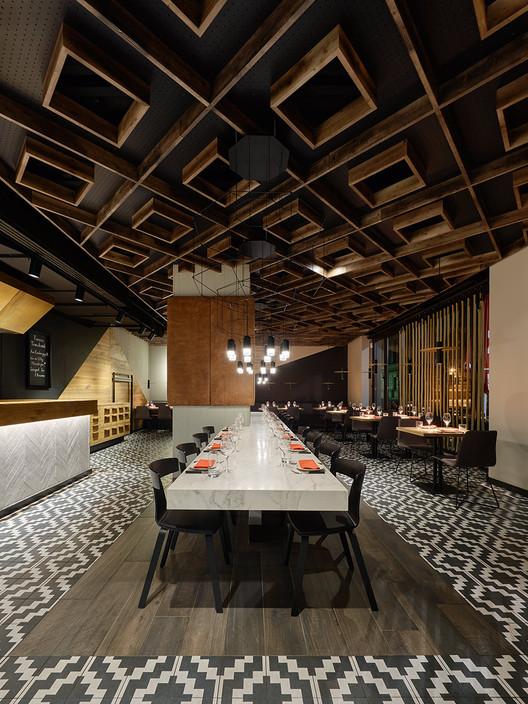 Maredo Flagship-Restaurant / Ippolito Fleitz Group, © Zooey Braun