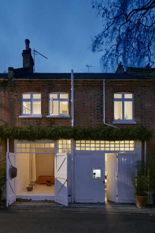 Minimalist Home for Egg Boutique Owner / Jonathan Tuckey Design, © James Brittain