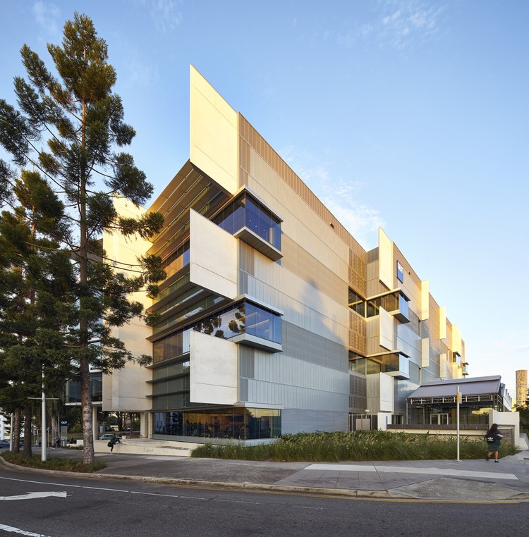 Creative Industries Precinct 2, Queensland University of Technology / Richard Kirk Architect + HASSELL, © Peter Bennetts