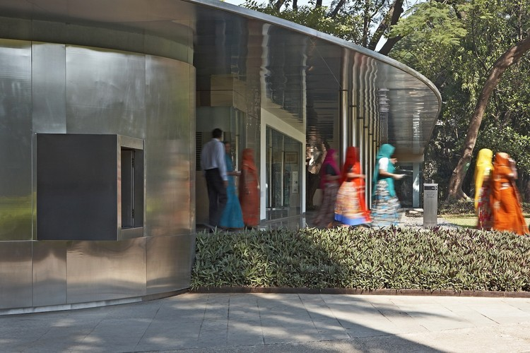Soft Thresholds: Projects of RMA Architects, Mumbai, Entrance to the Visitors Center at the Chhatrapati Shivaji Maharaj Vastu Sangrahalaya (CSMVS), formerly known as the Prince of Wales Museum, Mumbai. Photo: Rajesh Vohra