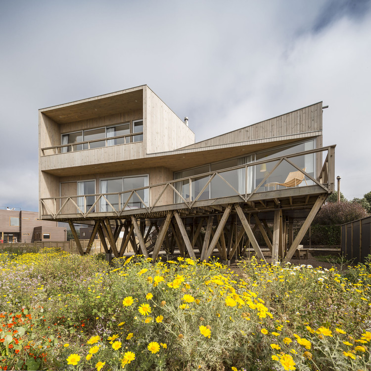 Women House / Ignacio Correa, © Aryeh Kornfeld
