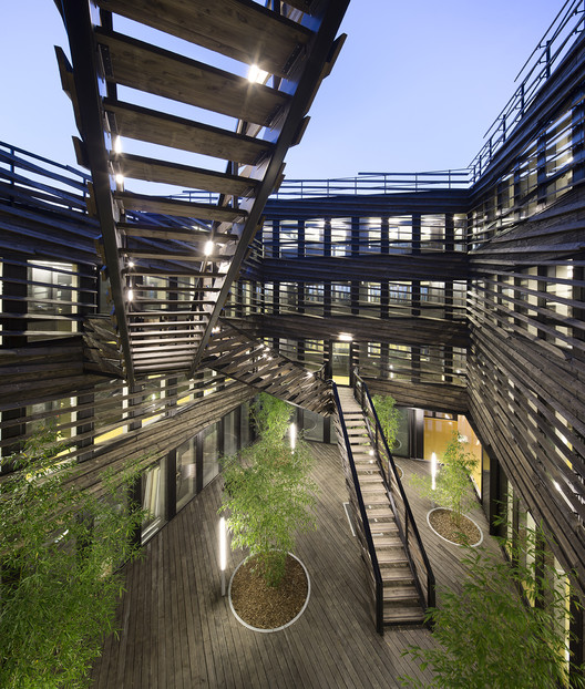 La Licorne Office Building / PERIPHERIQUES Marin+Trottin Architectes, © Luc Boegly