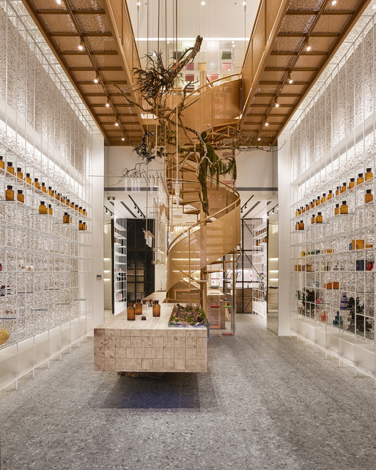 Molecure Pharmacy / Waterfrom Design, © Kuomin Lee