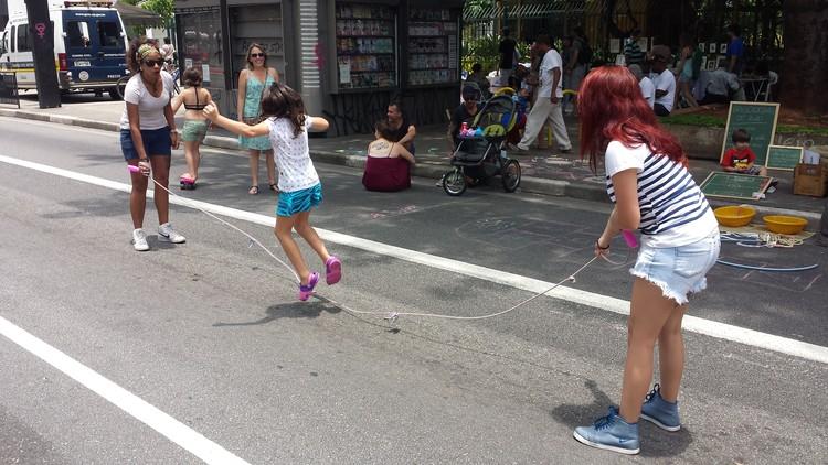 Cidades ativas são cidades para o brincar, Paulista Aberta. Image © Cidade Ativa