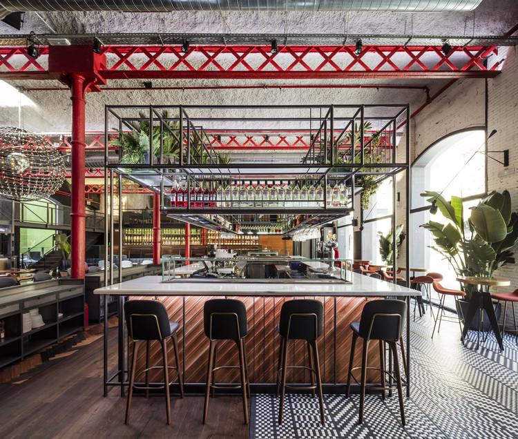 EL MAMA & LA PAPA Bar Restaurant  / El Equipo Creativo, © Adrià Goula