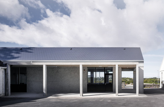 Extension to Secondary School / Paul Dillon Architects