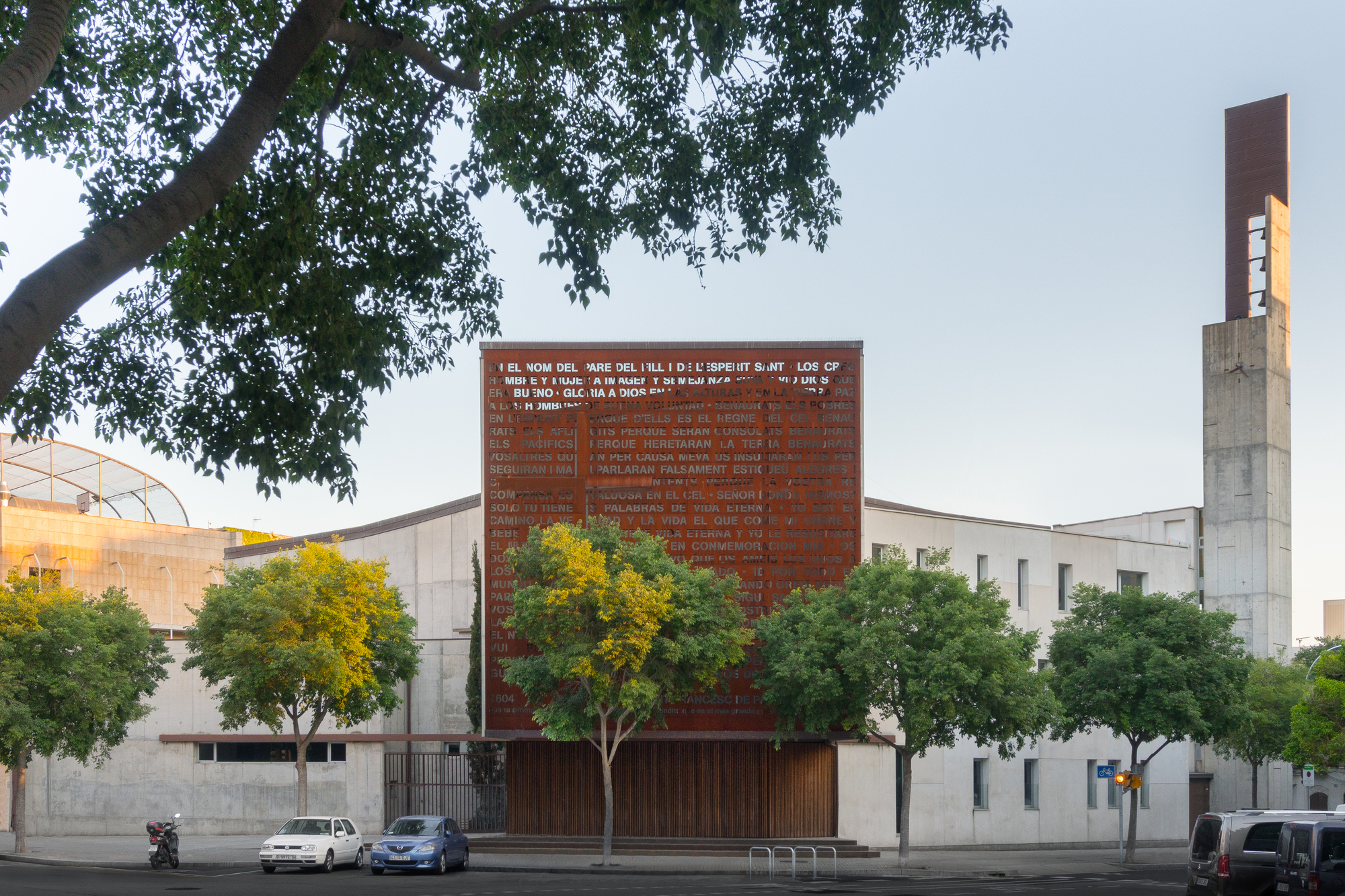Church in Diagonal Mar / ERITHACUS | ArchDaily