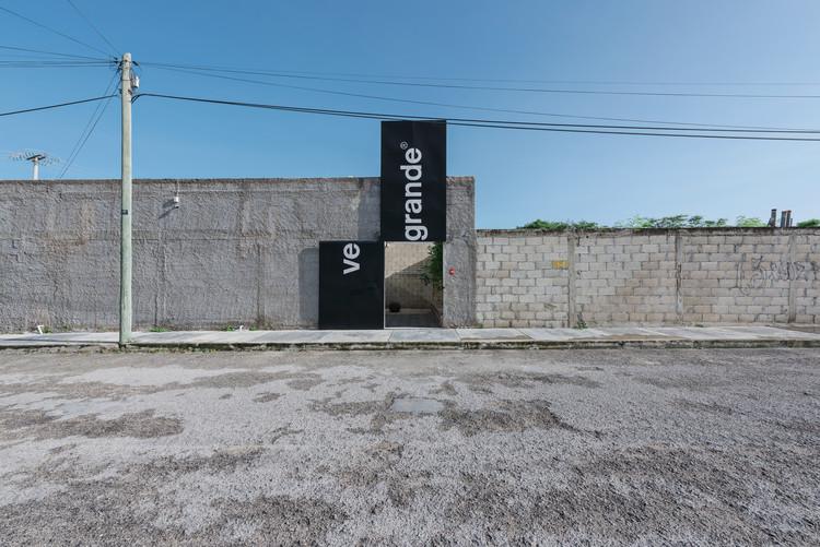 VE GRANDE Headquarters / Punto Arquitectónico + VE GRANDE, © Tamara Uribe