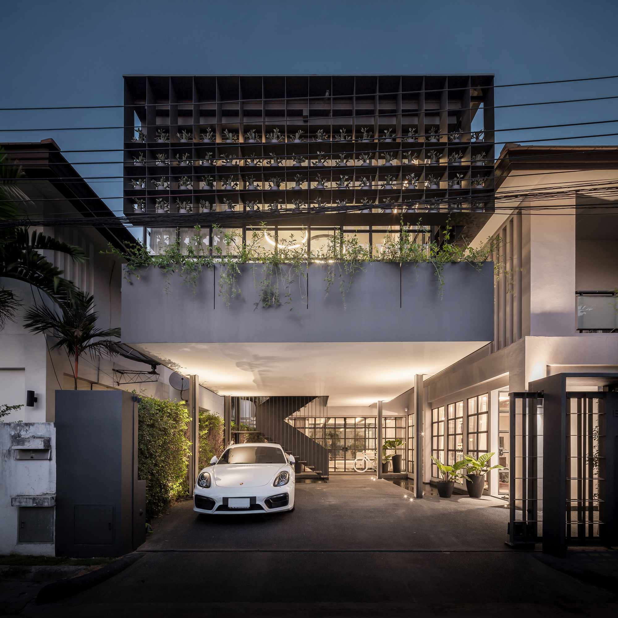 Flower Cage House / Anonym