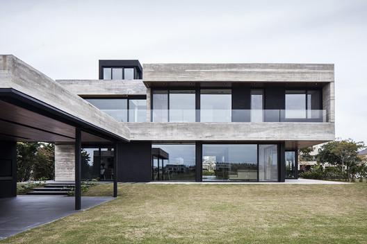 Casa FSY / Remy Arquitectos