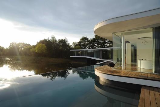 White Snake House / AUM Pierre Minassian
