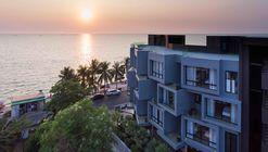 KALM Bangsaen Hotel / junnarchitect
