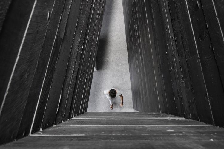 Concreto preto: Como Attilio Panzeri cria contraste com uma receita especial, Casa Via Castel. Image © Giorgio Marafioti