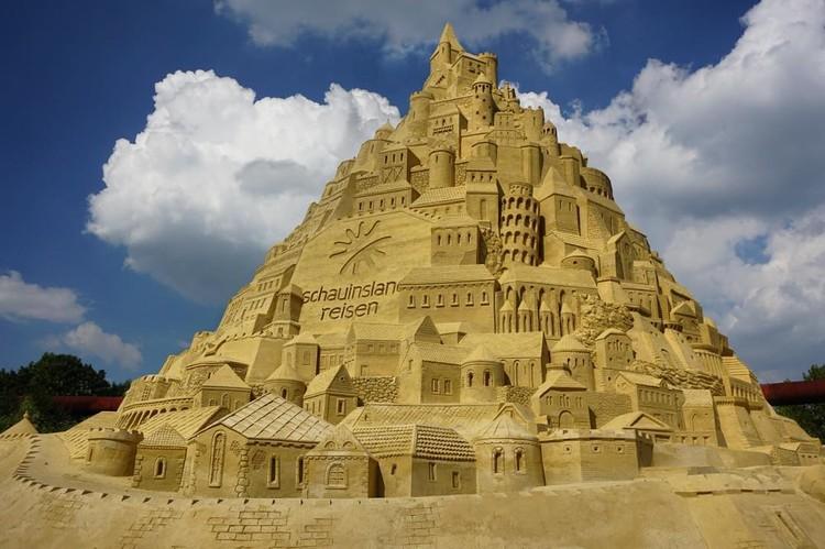 Maior castelo de areia do mundo é construído na Alemanha, Image by<a href='http://https://www.instagram.com/p/BYlkaseHna7/?taken-at=1260446287301858'> Instagram user velberlinle</a>