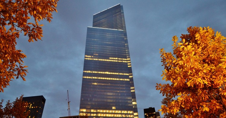 Em foco: Fumihiko Maki, 4 World Trade Center (New York, 2013). Image © <a href='https://www.flickr.com/photos/76807015@N03/15638324029'>Flickr user gigi_nyc</a> licensed under <a href='https://creativecommons.org/licenses/by-nc-nd/2.0/'>CC BY-NC-ND 2.0</a>