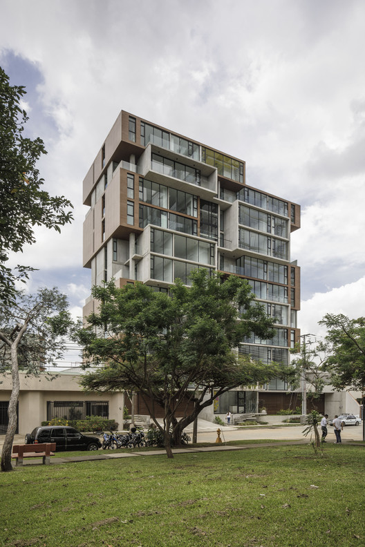 ONE Apartment Building / JSARQ, © Fernando Alda