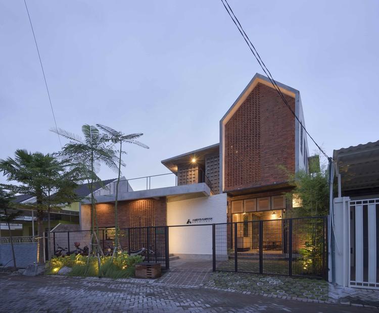 Co-Sharing Office  / Andyrahman Architect, © Mansyur Hasan