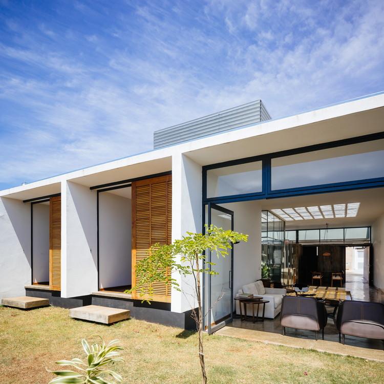 Arquitetura Integrando Pisos: Casa S/d Nº01 / Vão Arquitetura