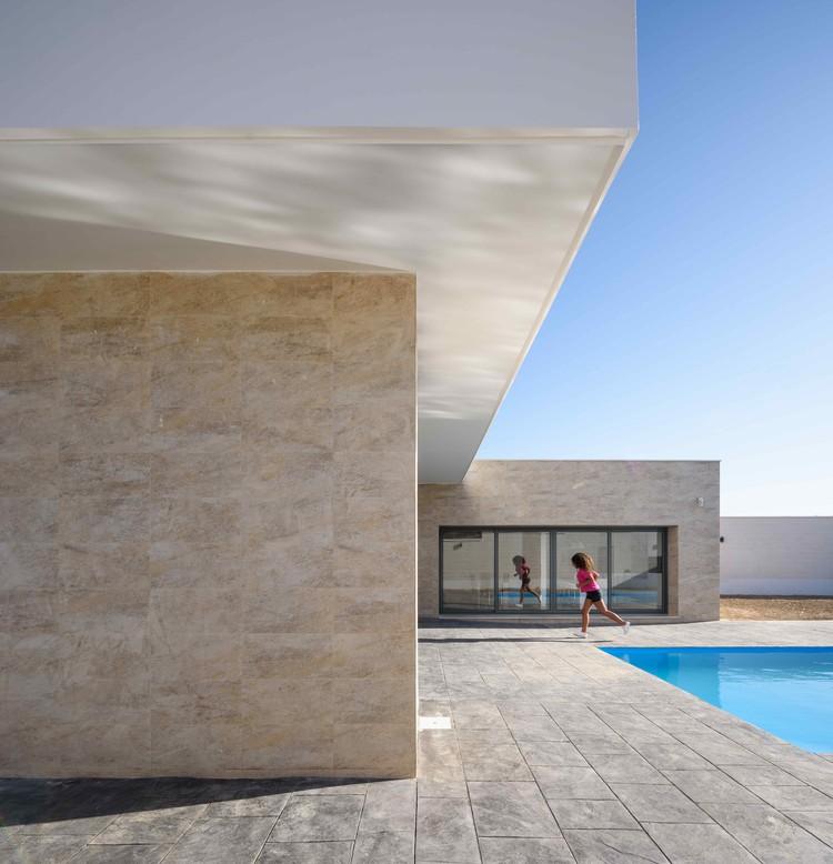 L House / g2t Arquitectos, © Javier Orive