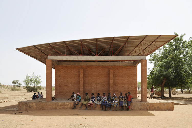 Diébedo Francis Kéré Awarded Prince Claus Laureate Award for 2017, Primary School in Gando. Image © Erik Jan Owerkerk