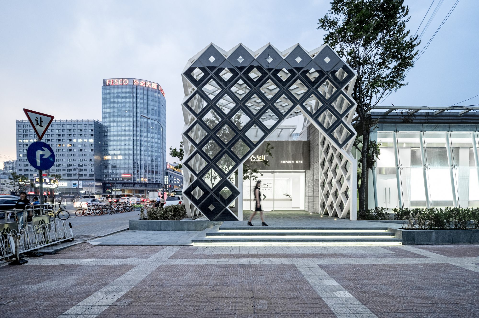 Hopson showroom latitude archdaily for Modern showroom exterior design