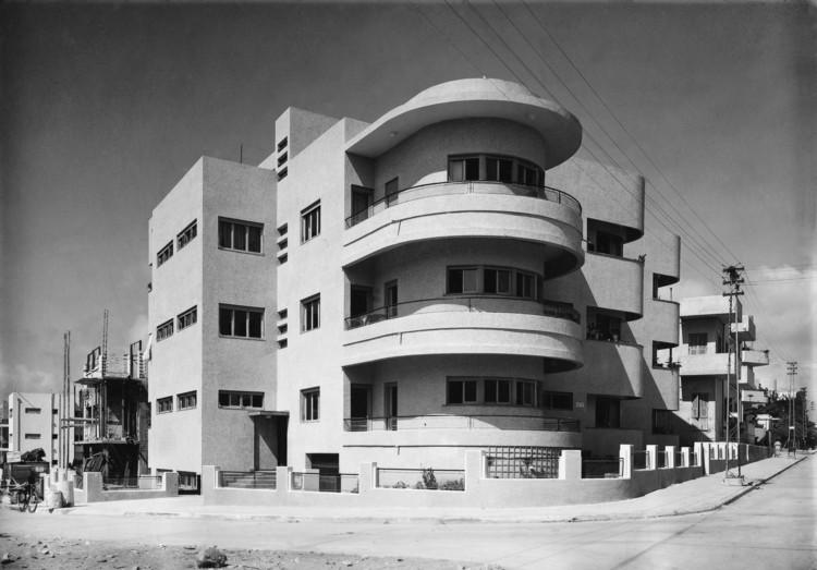 Social Construction: Modern Architecture in British Mandate Palestine, 65 Hovevei Zion Street, Tel AvivJaffa, 1935, Architect: Pinchas Hütt. Image © Itzhak Kalter