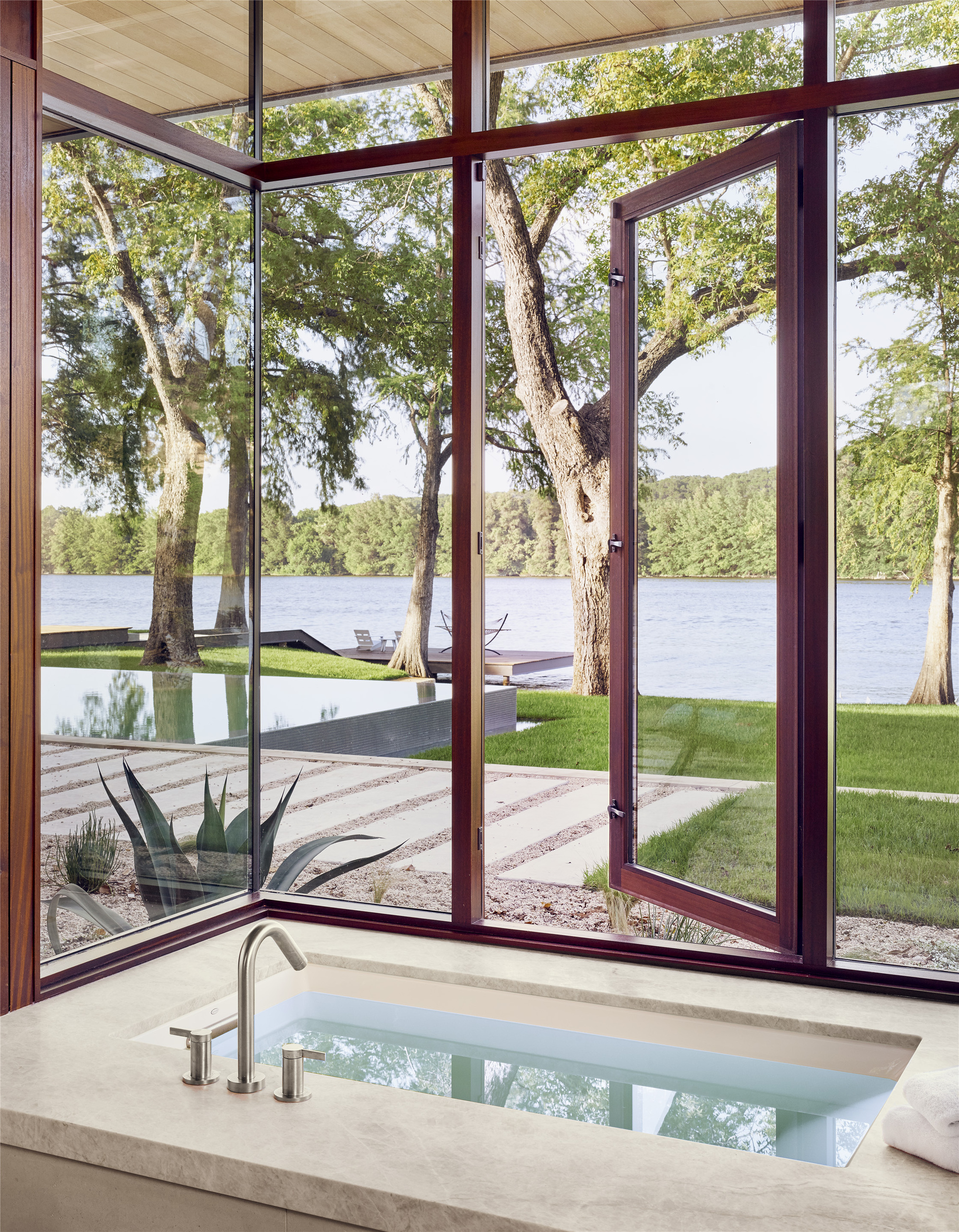 A Parallel Architecture gallery of lake austin residence / a parallel architecture - 12