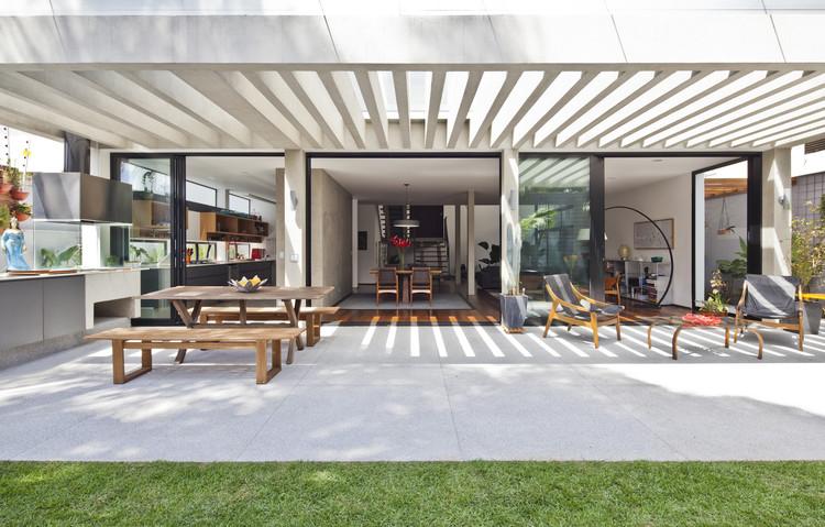 Casa Pôr do Sol / Casa14 Arquitetura, © Maíra Acayaba