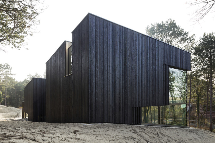 Carbonized Wood: A Traditional Japanese Technique That Has Conquered the World, Villa Meijendel / VVKH architecten. Image © Christian van der Kooy