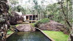 Natural Pool Support Pavilion / Gaudenzi Arquitetura