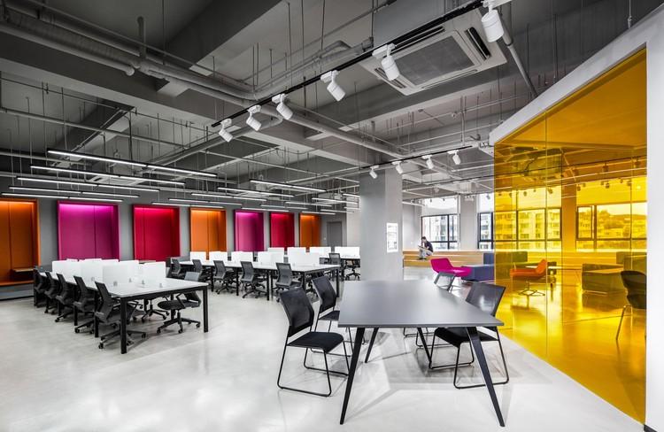 Shanghai Sunrise Polymer Material Office / CCDI GW Design, © Lu Fei