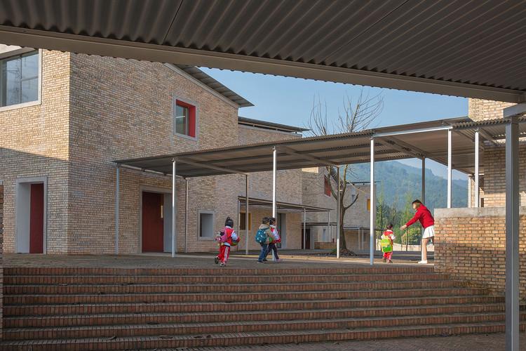 Jardín infantil central de la aldea Xinchang / Atelier Deshaus, © Su Shengliang